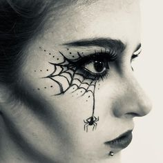 Halloween Make-up, Halloween Spinnennetz Eyeliner Tutorial, Halloween Make-up Videos . Halloween Make-up, Halloween Spinnennetz Eyeliner Tutorial, Halloween Make-up Videos . Halloween Makeup Videos, Halloween Spider Makeup, Spider Web Makeup, Halloween Eyes, Halloween Makeup Looks, Spider Witch Makeup, Halloween Halloween, Eyeliner Tutorial, Simple Witch Makeup