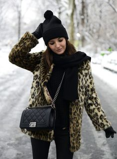 Style Guide: How to wear the animal print coat this winter? Fall Winter Outfits, Winter Wear, Autumn Winter Fashion, American Apparel, Fur Coat Outfit, Leopard Print Coat, Snow Leopard, Winter Stil, Winter Mode