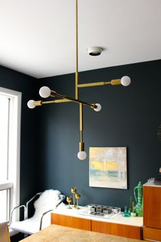 Thinking about making your own light fixture? You've gotta check out these DIY Modern Light Fixtures you won't believe are handmade! Photo: DIY Mid-Century Inspired Light Fixture from ModFrugal%categories%Home Mid Century Modern Chandelier, Mid Century Modern Lighting, Modern Brass Chandelier, Deco Luminaire, Luminaire Design, Mid-century Interior, Interior Design, Modern Interior, Diy Chandelier
