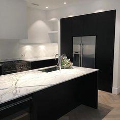 Great Home Decor Trends 2019 Clairz Interior Design Bungalow Kitchen, Home Decor Kitchen, Rustic Kitchen, Home Kitchens, Kitchen Design Open, Contemporary Kitchen Design, Interior Design Living Room, Open Kitchen, Updated Kitchen