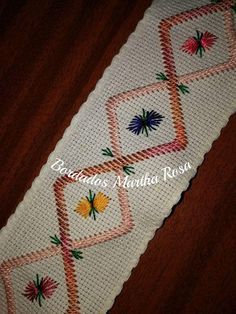 ponto reto - toalhabordado bargello o florentino ile ilgili görsel sonucu Hardanger Embroidery, Hand Embroidery Patterns, Embroidery Stitches, Cross Stitch Patterns, Embroidery Designs, Brazilian Embroidery, Bargello, Cross Stitch Flowers, Bohemian Rug