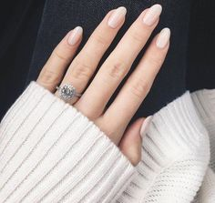 vernis + bague + maille blanche