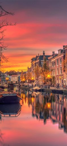 Amsterdam iPhone 11 Wallpapers