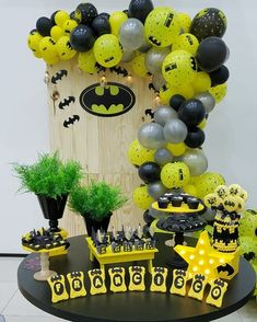 It is time to know what are the best ideas to celebrate a Fashion Party for children through a guide that will tell you A lot of characters to decorate Batman Birthday, Lego Birthday Party, Sweet 16 Birthday, 6th Birthday Parties, Birthday Balloons, Batman Party Decorations, Balloon Decorations, Batman Wedding, Baby Batman