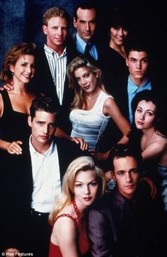 A gallery of Beverly Hills, 90210 publicity stills and other photos. Featuring Shannen Doherty, Luke Perry, Jason Priestley, Jennie Garth and others. Jason Priestley, Brian Austin Green, Beverly Hills 90210, Old Tv Shows, Best Tv Shows, Quentin Tarantino, Buffy, 90210 Actors, 90210 Cast