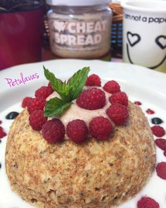 Upečeno do 4 minut! Mugcake - zdravě a s proteiny Oatmeal, Muffin, Eat, Breakfast, Food, Fitness, The Oatmeal, Morning Coffee, Rolled Oats
