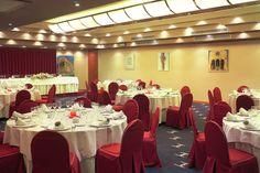 En Hotel Silken Monumental Naranco Oviedo se pueden utilizar los diferentes salones con los que contamos en función de de la capacidad que se desee y del número de comensales. Nuestro personal, altamente cualificado, ofrece a los clientes atención y asesoramiento personalizado y les ayuda a elegir la mejor opción. http://www.hoteles-silken.com/hoteles/monumental-naranco-oviedo/celebraciones/