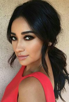 Shay Mitchell // Chique PonyTail