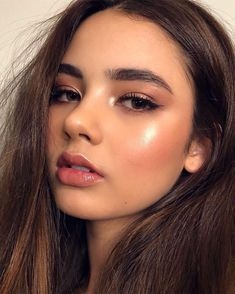 Rotgold Augen Make-up und braune Haare Inspirierende Damen - Prom Makeup Looks Makeup Goals, Makeup Inspo, Makeup Inspiration, Makeup Geek, Makeup Addict, Gold Eye Makeup, Hair Makeup, Makeup Glowy, Drugstore Makeup