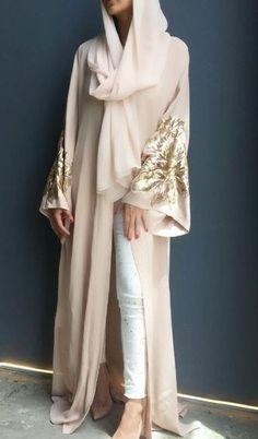 Street Hijab Fashion, Arab Fashion, Womens Fashion, Hijab Dress, Hijab Outfit, Kaftans, Abayas, Moda Hijab, Dubai Trip