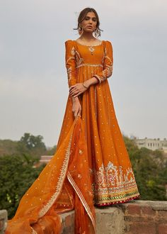 Desi Wedding Dresses, Pakistani Wedding Outfits, Indian Bridal Outfits, Indian Bridal Fashion, Pakistani Bridal Dresses, Indian Designer Outfits, Indian Fashion Modern, Bridal Lehenga, Simple Pakistani Dresses