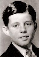 The History Place - John F. Kennedy Photo History: The Early Years: Bright-Eyed Boy (kind of looks like Alfred E. John Kennedy, Les Kennedy, Caroline Kennedy, American Presidents, Us Presidents, American History, Die Kennedys, Young Celebrities, Celebs