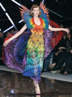 Alexander McQueen s/s 2008 -Color Wheel in Fashion - full spectrum Alexander Mcqueen, Mcqueen 3, Mode Bizarre, Michel Fugain, Psychedelic Fashion, Valentino, Vogue, Fashion Prints, Fashion Design