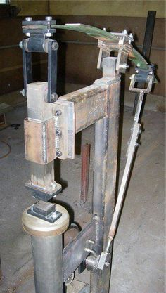 Power hammer Fun Diy Crafts diy fun weekend crafts and home projects Power Hammer Plans, Blacksmith Power Hammer, Blacksmith Tools, Blacksmith Projects, Forging Tools, Blacksmithing Knives, Forging Metal, Metal Projects, Welding Projects