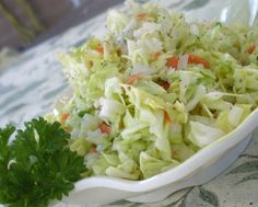 KFC Coleslaw - I love coleslaw! KFC and Chik-fil-A have the best store bought recipe in my opinion. Restaurant Dishes, Restaurant Recipes, Kfc Coleslaw, Top Secret Recipes, Cole Slaw, Copycat Recipes, Soup And Salad, Side Dish Recipes, Gastronomia
