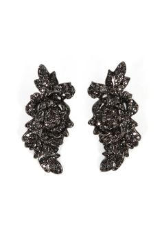 Love the Repossi Neree Clip Diamond Earrings on Wantering   Wantering Pin Ambassadors   womens clip on earrings   womens jewelry   womens fashion   womens style   wantering http://www.wantering.com/womens-clothing-item/neree-clip-diamond-earrings/agFEg/