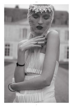 http://fashiongonerogue.com/wp-content/uploads/2012/12/paradox2.jpg