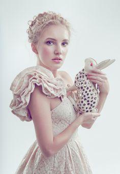Alice in Wonderland / karen cox.  ALICE in wonderland f a c e s by Joanna Kustra, via Behance