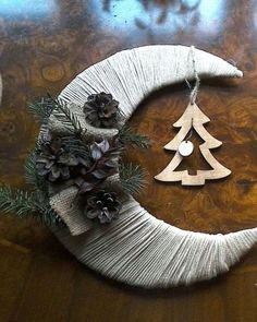 Christmas Projects, Holiday Crafts, Christmas Wreaths, Christmas Crafts, Christmas Ornaments, Holiday Decor, Handmade Christmas Decorations, Elegant Christmas, Flower Crafts