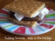 Pudding Smores - A no-cook recipe that the kids can make all by themselves!