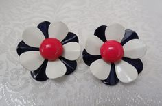 Vintage Daisy Like Flower Earrings Red by KKCollectibleCollage, $4.50 https://www.etsy.com/listing/159650358/vintage-daisy-like-flower-earrings-red