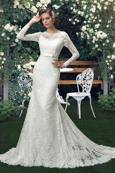 Robe de mariée col montant dentelle manche longue ras du sol