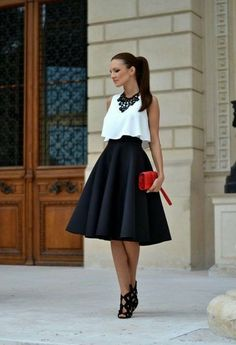 schicke kleider rote tasche schwarzer rock weisse bluse schwarze halskette schuhe mit hohen absaetzen