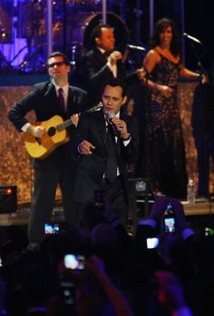 Marc Anthony and his band bring the inauguration festivities to a close - read more.