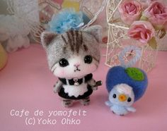 Needle felted little cat maid and bird friend. Needle Felted Cat, Needle Felted Animals, Felt Animals, Wool Dolls, Felt Dolls, Roving Wool, Wool Felt, Felted Wool Crafts, Felt Embroidery