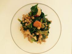 Wok med kylling   - 1 person -  Ingredienser:  175 g kikerter 130 g purre   100 g brokkoliblanding 150 g kylling Spinat Krydder etter smak      Fremgangsmåte:    *Stek kylling og tilsett grønnsaker