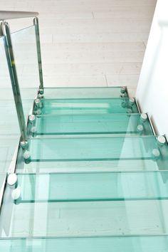 Escalera abierta en acero y vidrio LASER EXCLUSIVE by Novalinea