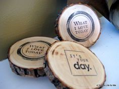Craft-O-Maniac: Guest Post- Awesome Homemade wood coasters! Wedding Coasters, Diy Coasters, Wooden Coasters, Diy Wood Projects, Wood Crafts, Woodworking Projects, Turtle Life, Wood Rounds, Wood Slices