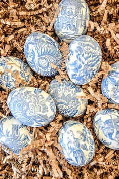 Beautiful Chinoiserie Easter Eggs are easy to make. A diy you don't have to be crafty to make. Classic blue and white colors we all love! #easter #easteregg #eastereggdiy #diy #homedecordiy #spring #springdiy #chinoiserie #blueandwhitedecor #springeggs #decorating #stonegable