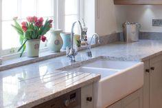 Double butler sink, with quartz or granite worktop over. Butler Sink Kitchen, Belfast Sink Kitchen, White Kitchen Backsplash, Kitchen Tops, Granite Kitchen, Kitchen Worktops, Belfast Sink Granite Worktop, Granite Countertop, Kitchen Ideas