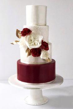 wedding cupcakes Burgundy Wedding - Best Ideas For Fall Wedding Metallic Wedding Cakes, Wedding Cake Red, Square Wedding Cakes, Fall Wedding Cakes, Wedding Cupcakes, Wedding Cake Toppers, Wedding Ideas, Berry Wedding, Party Cupcakes