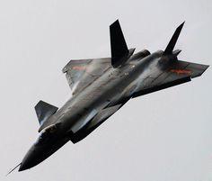 La J china 20 luchador de cautela de Dragón Poderoso es al parecer en vuelos de prueba