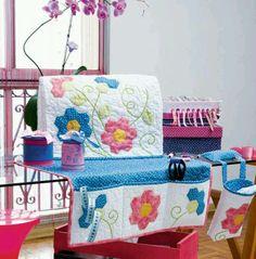 Portugese website http://www.portaldeartesanato.com.br/materias/1057/Capa+para+maquina+de+costura