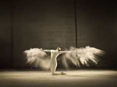 Amazing Photographer Captures The Elegance of Dance in These Incredible Slow Motion Pics  Page 2 of 2  Daily Spikes