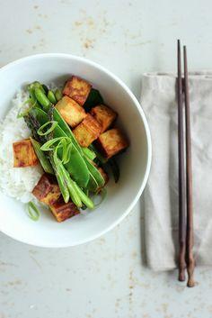 Teriyaki tofu with asparagus and snowpeas