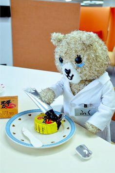 今日は熊本の銘菓「誉の陣太鼓」を押してみた。金色の包みに目がくらみマス。