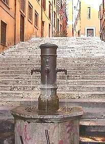Nasoni - 2500 fountains of fresh cool water throughout the city of Rome - wonderful free resource