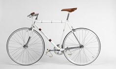 Todo hombre ('moderno') que se precie, tiene que tener una de estas... a parte de un buen coche, claro. Una no se va a las Maldivas en bici!