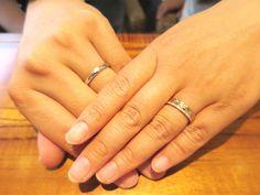 ALOHA 先日銀座店にてご納品をさせて頂きました、成山様&平田様のご結婚指輪のご紹介をさせて頂きます☆ 新郎様はシンプルなプラチナリング、新婦様は華やかな …