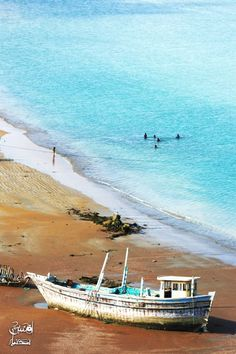 Incredible turquoise of the #Gulf of Oman in Southern #Iran close to the #Persian Gulf. With http://notjustatourist.com/destinos.php?target=iran=en you will discover the different colours of the same country.
