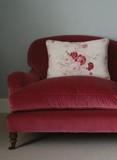 Home Interior Salas Velvet Red with my Roses perched on top is such a gorgeous combination for any home! How would you use sumptuous velvet in your vintage look? Shabby Chic Furniture, New Furniture, Red Velvet Chair, Velvet Chairs, Muebles Shabby Chic, Red Cottage, Sleeper Sofa, My Living Room, Soft Furnishings
