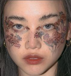 Once upon a time, these make up looks might have been fashionable and up to date, but in the century they're a big no no. Here's a rundown of some of the worst make up crimes a person can commit, so you know to avoid them! Makeup Goals, Makeup Inspo, Makeup Inspiration, Beauty Makeup, Hair Makeup, Eye Makeup Art, Makeup Eyes, Make Up Looks, Cute Makeup