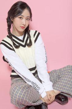 Photo album containing 13 pictures of GFRIEND Kpop Girl Groups, Korean Girl Groups, Kpop Girls, Gfriend Profile, Sinb Gfriend, Buddy Love, Foto Shoot, Latest Music Videos, G Friend