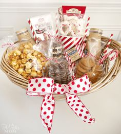 Spread some holiday cheer with these festive and unique DIY Christmas baskets. Here are over 100 fun festive DIY Christmas gift basket ideas. Cookie Gift Baskets, Homemade Gift Baskets, Gift Baskets For Him, Themed Gift Baskets, Raffle Baskets, Diy Gift Baskets, Homemade Gifts, Basket Gift, Diy Christmas Baskets