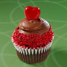 """""""Cayenne milk chocolate cake, cayenne chocolate buttercream frosting with red sprinkles and a spicy cayenne heart on top. Gourmet Cupcakes, Gigi's Cupcakes, Cupcake Bakery, Baking Cupcakes, Cupcake Recipes, Cupcake Ideas, Hot Chocolate Cupcakes, Chocolate Buttercream Frosting, Köstliche Desserts"""