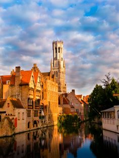 Bruges, Belgium: how can you not love a place that looks and smells like gingerbread? Beautiful Places In The World, Oh The Places You'll Go, Places To Travel, I Want To Travel, Bruges, Old World, Adventure Travel, Netherlands, To Go